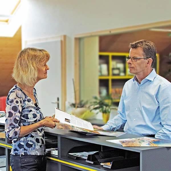 Wir beraten Kunden für Drucksachen der Druckerei Heller Media in Muri AG